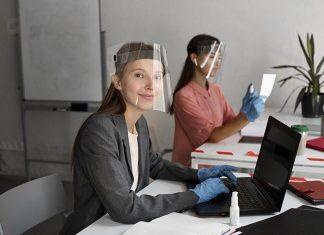 mujer trabajando pandemia