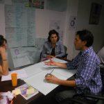 Matias Carrillo trabajando con emprendedores de Prokecto Ekoan Entramate